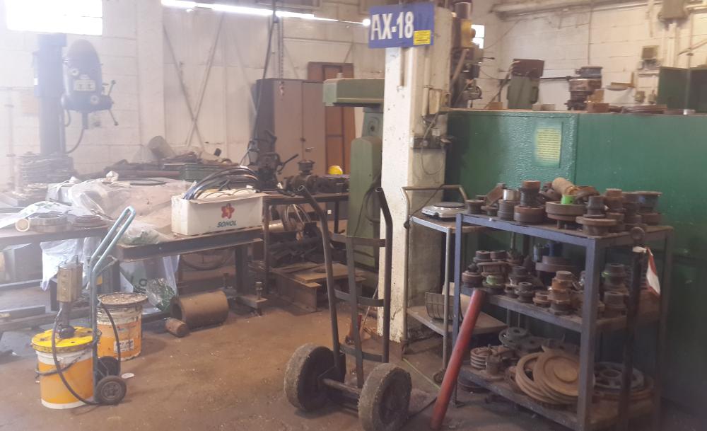 בלאגן במפעל 1